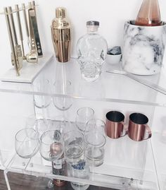 Bar Cart Ideas - There are some cool bar cart ideas which can be used to create a bar cart that suits your space. Having a bar cart offers lots of benefits. This bar cart can be used to turn your empty living room corner into the life of the party. Diy Bar Cart, Gold Bar Cart, Bar Cart Styling, Bar Cart Decor, Bar Carts, Home Bar Decor, Asian Home Decor, Outside Bars, Trendy Bar