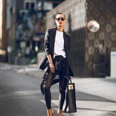 http://stylishwomen.weebly.com/home/10-moduri-de-a-purta-pantalonii-din-piele-in-viata-de-zi-cu-zi