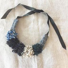風の冷たい日。 部屋の中でぼちぼちと手仕事を。  #さをり #さをり織り #SAORI #手織り #Weaving #fashion #saoriweaving #handwoven #woven #handmade #アクセサリー #accessories #necklace #ネックレス