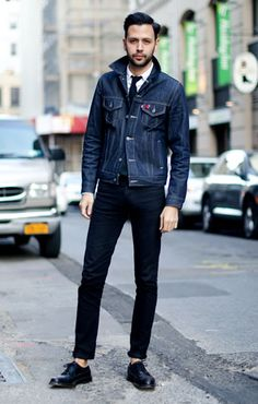 We've always been a fan of denim on denim...as long as its not a full on matching outfit. This guy's got it right. Street Style. #spsf