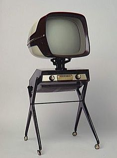 Futuristic technology from 1957 — the Panoramic 111 TV from French company Téléavia.