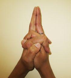 Matangi Mudra – for energizing the solar plexus and developing harmony An excited heart, restless legs and wandering mind are symptoms that arise due to weakened breath around solar plexus. Matangi mudra strengthens the breathing rhythm around solar. Kundalini Yoga, Ashtanga Yoga, Yoga Meditation, 3 Chakra, Hand Mudras, Plexus Solaire, Hand Symbols, Mantra, Qigong