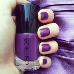 Catrice Plum Play With Me, nails