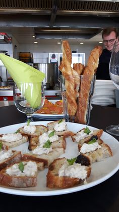 Chefs apertife dans le cuisine tut un monde Chefs, French Toast, Breakfast, Food, Kitchens, Cooking, Morning Coffee, Eten, Meals