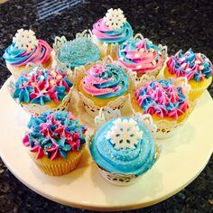 Frozen Cupcakes - Pink, Blue, Snowflakes. Frozen Party ideas