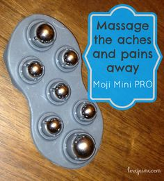 Using the Moji Mini PRO to soothe my aching muscles #running #fitfluential #giveaway #moji #massager #fitness | http://lovejaime.com/moji-mini-pro-review/