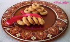 Questi tarallini zuccherosi sono ideali per lo spuntino di metà mattina o anche per il dolcetto di fine pasto. Sono come le ciliegie, uno tira l'altro!