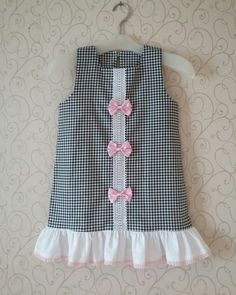 Girls Frock Design, Kids Frocks Design, Baby Frocks Designs, Baby Dress Design, Baby Girl Frocks, Frocks For Girls, Little Girl Dresses, Mode Outfits, Girl Outfits