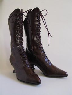 Though they look wholly Victorian, these amazing lace-up boots are modern copies created by Peter Fox NYC - I have 2 pairs - one all leather & the other suede & leather. Black of coarse! Victorian Shoes, Victorian Gown, Modern Victorian, Vintage Dresses, Vintage Outfits, Vintage Fashion, Vintage Clothing, Edwardian Gowns, Gifts For My Wife