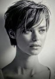 Résultat d ' Image pour monique spronk – Lieblings-Frisuren – – Hair Style Ideas Square Face Short Hair, Haircut For Square Face, Haircut For Thick Hair, Pixie Haircut, Pixie Cut Square Face, Pelo Midi, Choppy Hair, Edgy Hair, Great Hair