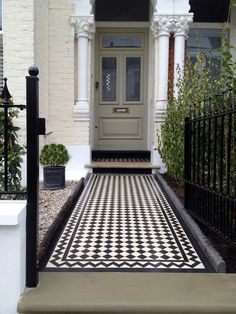 london front garden entrance and classic front door (garden path tiles) Front Garden Entrance, Front Path, Garden Doors, Garden Path, Victorian Front Garden, Victorian Front Doors, Victorian Homes, Door Steps, Porch Steps
