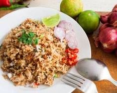 Riz thai facile a la sauce soja maison Riz thai fa+ Thai Recipes, Pasta Recipes, Healthy Recipes, Healthy Meals, Exotic Food, Sports Nutrition, Fried Rice, Risotto, Healthy Eating