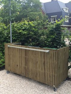 A wheely wheely bin screen! Backyard Walkway, Backyard Landscaping, Garden Living, Garden Fencing, Diy Garden Decor, Garden Inspiration, Garden Furniture, Outdoor Gardens, Garden Design