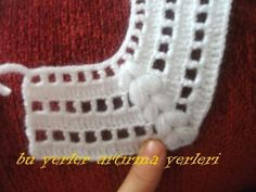 Crochet Baby Bib from Vintage PatternDiscover thousands of images about María Garibay [] # # Batita p/chambrita [] # # # # # - Salvabrani This Pin was discovered by Ruk How to knit Crochet babies and you can find very nice weave models for your baby Crochet Baby Bibs, Crochet Yoke, Crochet Vest Pattern, Chunky Crochet, Crochet Baby Booties, Baby Knitting Patterns, Crochet For Kids, Hand Crochet, Crochet Patterns
