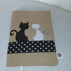 Obal na knihu Diy Notebook, Notebook Covers, Journal Covers, Reuse Fabric, Sketchbook Cover, Fabric Book Covers, Diy And Crafts, Arts And Crafts, Diary Covers