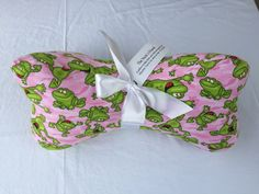 Fabric neck Bone Pillow Pink with Frogs makes a great stuffed ergonomic travel pillow gift. Great for reading, sleeping and traveling – Neck Pillow Grandpa Gifts, Gifts For Mom, Great Gifts, Cool Fabric, Pink Fabric, Dorm Room Gifts, Neck Bones, Fabric Bowls, Activity Mat