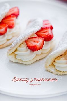 Dessert Omelette with Cream and Stawberries Fodmap Breakfast, Low Fodmap, Omelette, Whipped Cream, Gluten Free Recipes, Nom Nom, Biscuits, Strawberry, Dessert Recipes