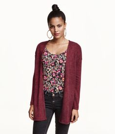 Wide-cut cardigan in a soft, fine knit. Dropped shoulders, long sleeves, slits at sides, and no buttons.