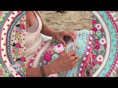 Official website of Adinda Zoutman - Crochet wraps, shawls, bags, patterns, kits & creative workshops. Welcome to Adinda's World!