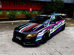 No 6º episódio de Imprimax Garage, os caras do Goodfellas Customs vieram com tudo, onde o Rafael Madazio e sua equipe compartilha um pouco de sua experiência e paixão pelo mundo do envelopamento automotivo. A Audi A4 apresentada nesse vídeo foi envelopada com uma arte impressa, criada pelo próprio dono do veículo, o YouTuber e amigo da equipe, Gui Pavan. Confira agora como ficou este incrível projeto! Audi A4, Vehicles, Sports, Everything, Faces, Cutaway, Hs Sports, Car, Sport