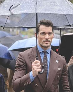 Wanna make someone impressive? It isn't a hard work to dress men fashion. - Fashion For Men Mens Fashion Suits, Mens Suits, Men's Style Icons, Desire Clothing, Dapper Day Outfits, 20s Dresses, David James Gandy, David Gandy Suit, Brown Suits