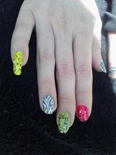 """80's lady"" manicure"