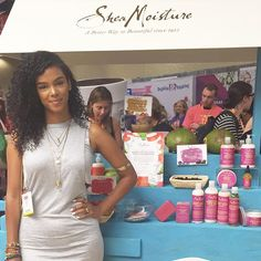 Beauty blogger #SunKissAlba at the #SheaMoisture booth at #BlogHer15!