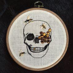 Een persoonlijke favoriet uit mijn Etsy shop https://www.etsy.com/nl/listing/465098020/embroidery-hoop-skull-wasp