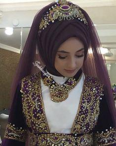 "Instagram'da İpek Bayan Kuaforü: ""İpektesettür#izmit#İstanbu#pendik#tuzla#kaynarca#hazırbaş#derince#gebze#ipek#bayan#kuaförü#esteelauder#chanel#dior#nars#benifit#maccosmetic…"" Bridal Hijab Styles, Hijab Wedding Dresses, Hijab Bride, Hajib Fashion, Muslim Fashion, Fashion Outfits, Piercings, Moda Emo, Wedding Looks"