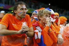 Euforia argentina, llanto holandés | Tristeza en los rostros de los seguidores de Holanda tras ver perder a su equipo ante Argentina en el Arena Corinthians en São Paulo.