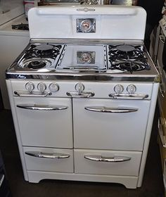 Wow My First Stove Wedgewood Oven In White This One Is Just Like Mine I Love Makes The Best Cookies Pies And Thanksgiving Dinners