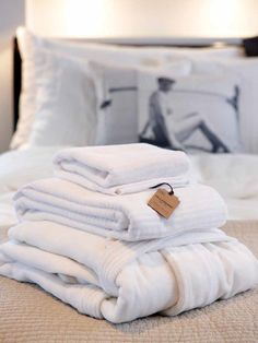 Robe and bath towels in 100% cotton by PelleVavare