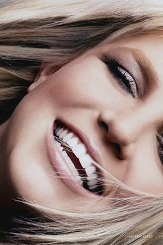 Britney Spears can we just look at those perfect teeth