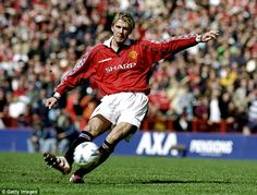 David Beckham curls one of his trademark free-kicks during Manchester United's Treble year David Beckham Photos, David Beckham Style, Arsenal Academy, David Beckham Soccer, David Beckham Manchester United, Pier Paolo Pasolini, David And Victoria Beckham, Brooklyn Beckham, Soccer