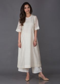 Off-White Silk Chanderi Ensemble Pakistani Dresses Casual, Indian Gowns Dresses, Pakistani Dress Design, Silk Kurti Designs, Kurta Designs Women, Blouse Designs, Indian Designer Outfits, Indian Outfits, Designer Dresses