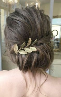Featured Hairstyle: Elstile;www.elstile.ru; Wedding hairstyle idea.