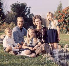 cotilleando:  Juan Carlos and Sofia with their children Felipe, Elena and Cristina