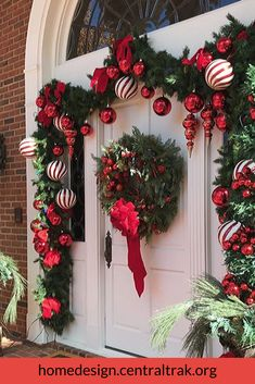 Check out these amazing Front Porch Christmas Decorating Ideas with outdoor lanterns, Christmas lights, holiday wreaths and garlands. So take your outdoor Christmas decorations to the next level with these amazing ideas! Outdoor Christmas Garland, Porch Garland, Front Door Christmas Decorations, Christmas Front Doors, Christmas Porch, Christmas Holidays, Christmas Wreaths, Christmas Crafts, Holiday Decor