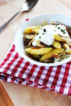 Schupfnudeln mit Sauerkraut, Pilzen und Crème fraîche.