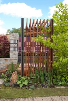 Look at the interesting way this privacy screen is put together. A less expensive version could be made from 1 x 2's or 1x3's and some1 x 4's . Could use the same general idea in any type of garden, Just depends on what you have planted around it. Japanese style garden with privacy screen