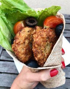 **Cizrnové karbanátky** Co budeš potřebovat : - 1 cibule - 400g sterilizované cizrny - 3 stroužky česneku - 1 vejce - 2 lžíc... Lentils, Chickpeas, Fajitas, Tandoori Chicken, Good Food, Food And Drink, Dinner Recipes, Cooking Recipes, Gluten Free