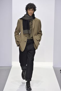 Margaret Howell is a contemporary British clothing designer. Margaret Howell, Winter Collection, Canada Goose Jackets, Fashion News, Military Jacket, What To Wear, Fall Winter, Bomber Jacket, Women Wear