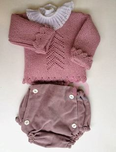 "No voy a tener una niña, voy a tener una sobrina. ""Jersey bebe l"", ""Without the lace collar I like the jumper"", ""This post was discovered Baby Knitting Patterns, Knitting For Kids, Baby Patterns, Tricot Baby, Knitted Baby Clothes, Baby Kind, Baby Sweaters, Kind Mode, Baby Wearing"