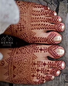 HALP!!! Need to henna my own hand and feet (or legs?) tonight. What should I do!? Destination: Costa Rica with my boyfriend - we haven't had a vacation together in almost 3 years.Comment your suggestions below and I will choose a random winner for a pack of 5 henna cones and some other goodies!! Thank you all!!! #indecisive #hennaartistproblems #commitmentphobe #henna #naturalhenna #mehndi #hennalounge #hennaloungetogo #havehennawilltravel #giveaway #hennaselfie #costarica #hennashop…