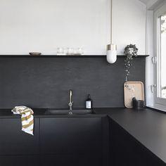 Kitchen Upgrade: The Low-Cost DIY Black Backsplash: Remodelista