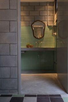 Vitor Penha - industria lchic - rústico -reuso de design - iluminação - banheiro - bancada de concreto - tubulação aparente - exposed pipes - rustic - lightning - bathroom -concrete counter