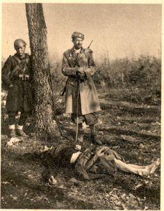 Četnik in italijanski fašist pred žrtvijo