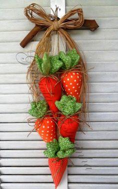 CENOURAS NA PORTA | O que acha de fazer um arranjo para a porta de entrada? Estas cenouras de pano são perfeitas! #inspiracao #decoracao #pascoa #DIY #SpenglerDecor