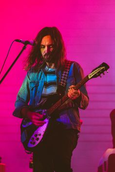 Tame Impala at Lollapalooza 2019 Rock Chic, Glam Rock, Lollapalooza, Music Aesthetic, Aesthetic Photo, Aesthetic Pictures, Pink Aesthetic, Kevin Parker, Wallpaper C