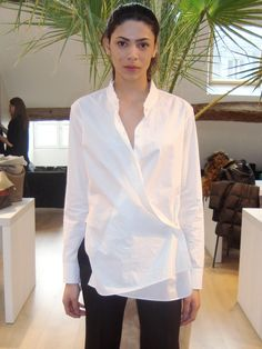 Helmut Lang: classical and subversive, for the first time at Arropame... ‪Helmut Lang overlay white shirt f/w 2015 #‎arropame‬ ‪#‎conceptstore‬ ‪#‎bilbao‬ ‪#‎helmutlang‬ ‪#‎fashion‬ ‪#‎fw2015‬ http://arropame.com/helmut-lang-por-primera-vez-en-arropame/